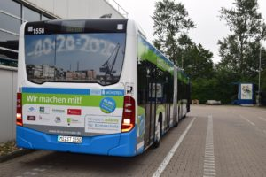 rueckwaertsleuchten-beim-bus