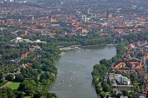Blick vom Aasee auf die Innenstadt. Foto: Presseamt Stadt Münster / Bernhard Fischer